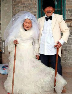 Wu Conghan, 101, and wife Wu Sognshi, 103, married for 88 years, jumped at the chance to have new wedding photos.