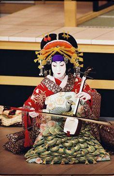 A kabuki actor dressed as an oiran. Japanese Beauty, Asian Beauty, Yukata, Motif Music, Samurai, Turning Japanese, Art Japonais, Maneki Neko, Japan Art