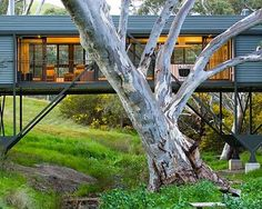 Bridge House by Australian architect Max Pritchard bridges the gap between innovation and architecture. Is it a house? This cool, modern Architecture Design, Beautiful Architecture, The Plan, Narrow House, Micro House, Tiny House, Prefab, Sustainable Design, Building Design