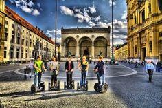 Stadtführung auf dem Segway durch München 5 Menschen auf 5 Segway´s München Odeonsplatz