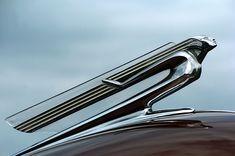 Art Deco era hood ornament on a classic car. Art Deco Bar, Art Deco Home, Art Deco Design, Design Design, Man Cave Garage, Art Nouveau, Car Part Art, Car Hood Ornaments, Art Deco Buildings