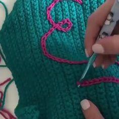New Cost-Free Crochet Bag videos Suggestions como fazer croche passo a passo casaquinho de bebe em croche passo a passo cropped de croche passo Learn To Crochet, Diy Crochet, Crochet Crafts, Crochet Projects, Tunisian Crochet, Crochet Basics, Crochet Motif, Crochet Shawl, Diy Crafts