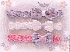 16 trendy ideas crochet flowers headband girls Best Picture For Crochet Pattern headband videos For Your Taste You are looking for something, and it is. Crochet Hair Clips, Crochet Flower Headbands, Crochet Bows, Crochet Headband Pattern, Crochet Hair Styles, Crochet Crafts, Crochet Flowers, Cute Crochet, Bandeau Crochet
