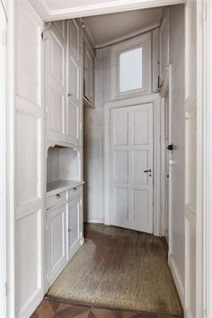 Serveringsgång The endless possibillities with this apartment! Exterior Design, Interior And Exterior, Kitchen Interior, Kitchen Design, Condo Remodel, Entry Hallway, Compact Living, Old Kitchen, Country Style Homes