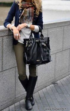 Olive Jeans. Pantalón khaki