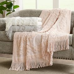 Tufted Cotton Throw Blanket Shabby Chic Sofa, Shabby Chic Farmhouse, Antique Farmhouse, Shabby Chic Kitchen, Farmhouse Style Decorating, Shabby Chic Homes, Shabby Chic Furniture, Shabby Chic Decor, Farmhouse Decor