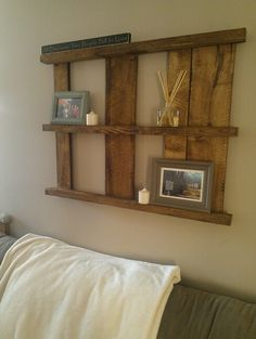 Diy Pallet shelf for a rustic decor look