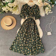Fashion Moda, Club Fashion, Floral Sundress, Floral Dress Outfits, Vestidos Vintage, Green Dress, Ideias Fashion, Short Sleeve Dresses, Long Dresses
