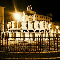 La Fontana Maggiore, simbolo di Perugia, bellissima anche di notte...