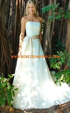 Augusta Jones sans bretelle robe de mariée bustier glamour ornée de ceinture mousseline Style Connie