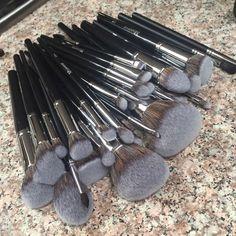 @t o n i s t r a ◦✌︎❁◦ | Morphe brushes