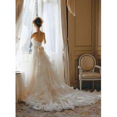 Tous Les Deux(トゥー・レ・ドゥー)の**2011年ゼクシィ人気ドレスランキング堂々1位!**|ゼクシィnet - ウエディングドレスを探す