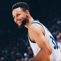 Stephen Curry Basketball, Nba Stephen Curry, Basketball Funny, Basketball Players, Basketball Art, Basketball Floor, Curry Wallpaper, The Curry Family, Wardell Stephen Curry