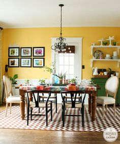 The perfect color would set the mood for your dining room. Want to find some color inspirations? Here are some best dining room color ideas you could try. Best Dining Room Colors, Yellow Dining Room, Beautiful Dining Rooms, Dining Room Walls, Dining Room Design, Dining Room Inspiration, Mellow Yellow, Bright Yellow, Decoration
