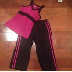 TEK GEAR SET PINK & BLACK SIZE SMALL TEK GEAR EXERCISE SET THE PANTS ARE CAPRI'S SIZE IS SMALL. Tek Gear Other