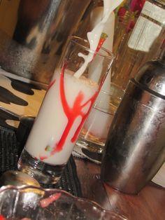 Verão a mil - suco de limão, vodka, leite condensado e calda de morango. Simplesmente delicioso!!!! Contato - openbarbh@bol.com.br