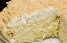 This creamy coconut cake is addictively delicious and super simple to make! - You& never eaten coconut cake this creamy! The new year is heralded this weekend; Coconut Recipes, Pie Recipes, Dessert Recipes, Baking Recipes, Food Cakes, Cupcake Cakes, Cupcakes, Bolo Nacked, Good Pie