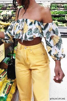 Product Name:Banana Print Crop Top, Category:top_blouses, Price:15.9