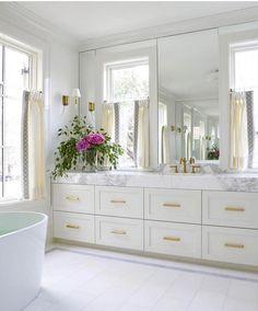 White and Gold Bathroom Ideas Beautiful Modern Master Bathroom Renovation Ideas Glam White and Gold Master Bathroom Home Interior, Bathroom Interior, Interior Design, Interior Decorating, Decorating Ideas, Modern Master Bathroom, Small Bathroom, Bathroom Mirrors, Bathroom Ideas