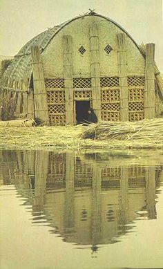 Ancient Mesopotamia Houses | modern Iraqi reed house (called a mudhif)