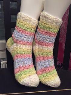 Langanluomaa: Hempeitä unia Socks, Knits, Hosiery, Knit Patterns, Stockings, Knitting, Knitwear, Crocheting, Sock
