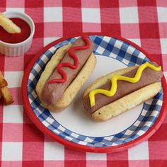 This tasty meal might look like hot dogs and french fries, but it is actually ice cream and pound cake!...