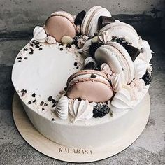 Wedding cakes simple cupcakes sweets 31 ideas for 2019 Pretty Cakes, Cute Cakes, Yummy Cakes, Cake Recipes, Dessert Recipes, Decoration Patisserie, Bolo Cake, Drip Cakes, Creative Cakes