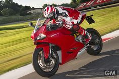 ドゥカティ・パニガーレに待望のニュータイプ「ドゥカティ スーパーバイク 899パニガーレ」が登場