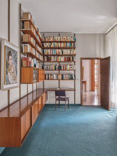 When the designer Osvaldo Borsani completed his family's villa in Varedo more than seven decades ago, it was untethered to a particular time. Home Library Design, House Design, Dream Library, Cafe Design, Design Design, Modular Shelving, Decoration Inspiration, Design Inspiration, Interiores Design