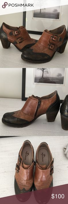 Dromedaries Stadium booties Beautiful and well crafted booties.  Fine leather with buckles, inside zip and contrasting colors.  Camel and dark brown.  2 1/2 inch heel.  NWOT. Never worn. Dromedaris Shoes Ankle Boots & Booties