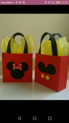 sacolinha personalizada Minnie e Mickey de Eva encomendas whatsapp Marlene - Hotels Decoration Mickey E Minnie Mouse, Fiesta Mickey Mouse, Mickey Mouse Clubhouse Party, Mickey Mouse Clubhouse Birthday, Baby Mickey, Mickey Party, Mickey Mouse Birthday, Miki Mouse, Creations
