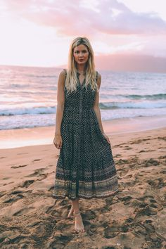 Best HairStyles For 2018 - Poolside in Maui - Barefoot Blonde by Amber Fillerup Clark - Flashmode Middle East Pajama Party Outfit, Fashion Photo, Fashion Beauty, Spring Summer Fashion, Autumn Fashion, Barefoot Blonde, Casual Dresses, Summer Dresses, Chic Outfits