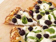 How to Make Blackberry Ricotta Pizza With Basil
