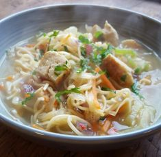 Denne suppen lager du på bare 10 minutter med litt juks og det er lov innimellom.  Jeg har brukt kyllingboller men du kan gjerne bruke kyllingfilet eller annet kyllingkjøtt, svinekjøtt eller det kjøttet du måtte ønske.  Du kan gjerne sløyfe alt kjøtt og bruke grønnsaksbuljong i stedet for hønsebul Spaghetti, Ethnic Recipes, Food, Meals, Noodle
