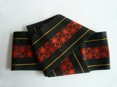 Casual obi sash - Japanese vintage - unisex - dance practice sash - red on black hemp leaf pattern - WhatsForPudding