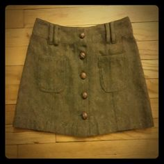 Brown tweed skirt This brown tweed skirt with 5 buttons up the front is super cute! Brand American Eagle Outfitters, size 0 true to size. American Eagle Outfitters Skirts Mini
