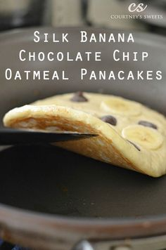 Banana Chocolate Chip Oatmeal Pancakes Recipe for Breakfast Quick and Easy Healthy Recipes #healthybreakfasts