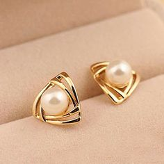 Korean Hollow triangular Earing Geometric Simulated Pearl Stud Earrings for Women Ear Perlas Harajuku Brincos Bijoux Femme Pearl Stud Earrings, Pearl Studs, Cute Earrings, Crystal Earrings, Women's Earrings, Earring Studs, Gold Pearl, Earings Gold, 18k Gold