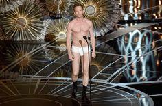Pin for Later: Neil Patrick Harris zieht blank bei den Oscars