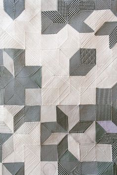 Black and white patchwork quilt Motifs Textiles, Textile Patterns, Textile Art, Modern Quilt Patterns, Modern Quilting, Craft Patterns, Fabric Art, Machine Quilting, Quilting Designs