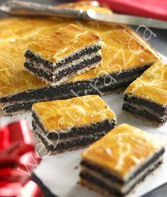 Forte apetisant ania asrept sa o incerc Hungarian Desserts, Hungarian Recipes, Cookie Recipes, Dessert Recipes, Delicious Desserts, Yummy Food, Sweet Pastries, Homemade Cakes, Dessert Bars