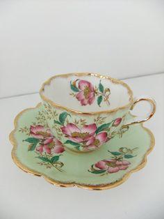Vintage Bone China platillo taza de té y de lado a PeonyandThistle