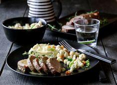 HONNINGMARINERT SVINEFILET MED STEKT BLOMKÅL OG SENNEPSSAUS A Food, Sausage, Beef, Asia, Food, Meat, Ox, Sausages, Hot Dog