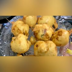 Puri Recipes, Spicy Recipes, Vegetarian Recipes, Cooking Recipes, Indian Fast Food, Indian Snacks, Indian Food Recipes, Mumbai Street Food, Indian Street Food