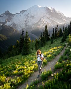 Ten of the best hikes in Washington State. Form the North Cascades to Mount Rainie, hiking in Washington State is something you don't want to miss! Summit Lake, Hiking Photography, Mountain Photography, North Cascades, Best Hikes, Foto Pose, Day Hike, Trekking, Kayaking