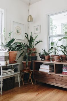 We interviewed Erin Duininck of the GOLDEN RULE, the owner of a gorgeously curated makers boutique in Excelsior, Minnesota. This is her story.