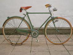 Velo Retro, Velo Vintage, Retro Bicycle, Old Bicycle, Cruiser Bicycle, Old Bikes, Vintage Bicycles, Look Bicycles, Townie Bike