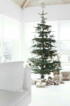 Christmas Creative Scandinavian Christmas Tree Decor Ideas 51 Buying Baby Clothes At A Discount Arti Minimalist Christmas Tree, Minimal Christmas, Scandinavian Christmas Decorations, Decoration Christmas, Nordic Christmas, Noel Christmas, Modern Christmas, Simple Christmas, White Christmas