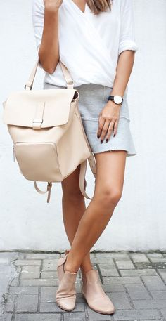 30 Stylish Ways to Wear a Backpack   30 façons stylées de porter un sac à dos #streetstyle