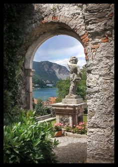 Isola Maggiore - The Italian Island Ripe For Relaxation. Read more: http://whatwomenloves.blogspot.com/2015/01/isola-maggiore-italian-island-ripe-for.html